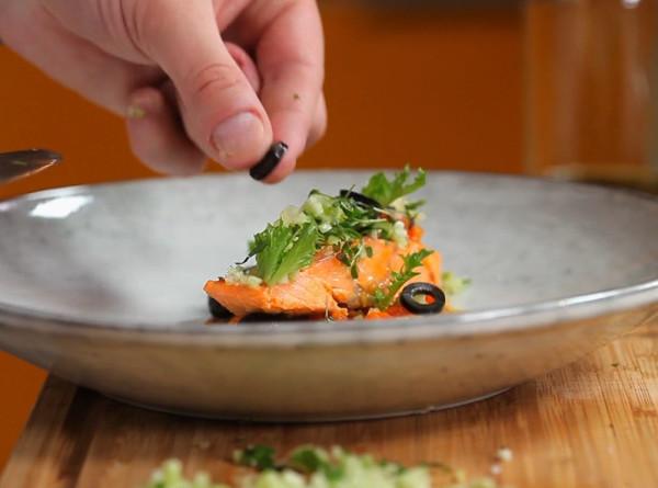 Рыбный пир: как приготовить форель на подушке из томатов? РЕЦЕПТЫ