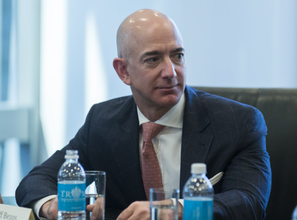 Самый богатый человек планеты потерял за сутки $7 млрд