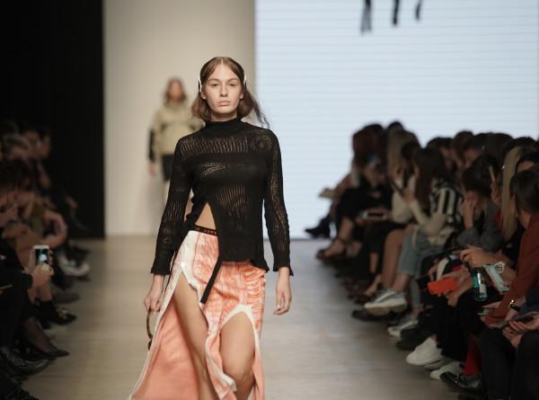 Неделя моды Mercedes-Benz Fashion Week Russia в Москве собрала более 100 дизайнеров