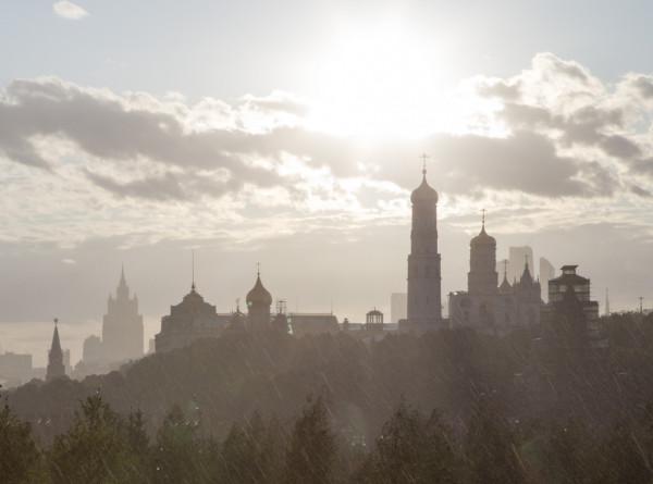 Москва встретила Покров день аномальным теплом