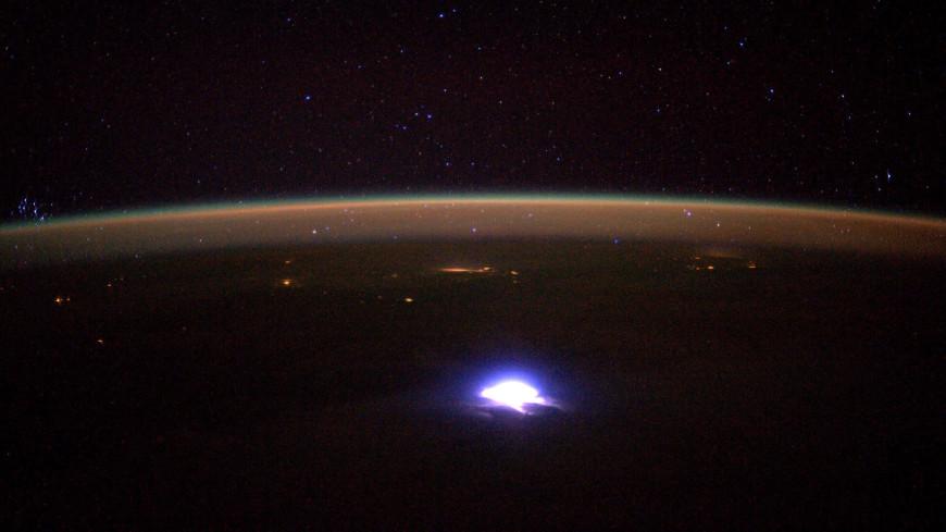 В небе над США заметили самую длинную молнию в мире
