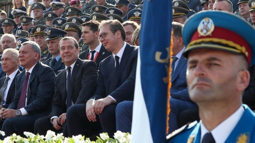 Медведев поблагодарил сербов за внимание к могилам погибших в ВОВ