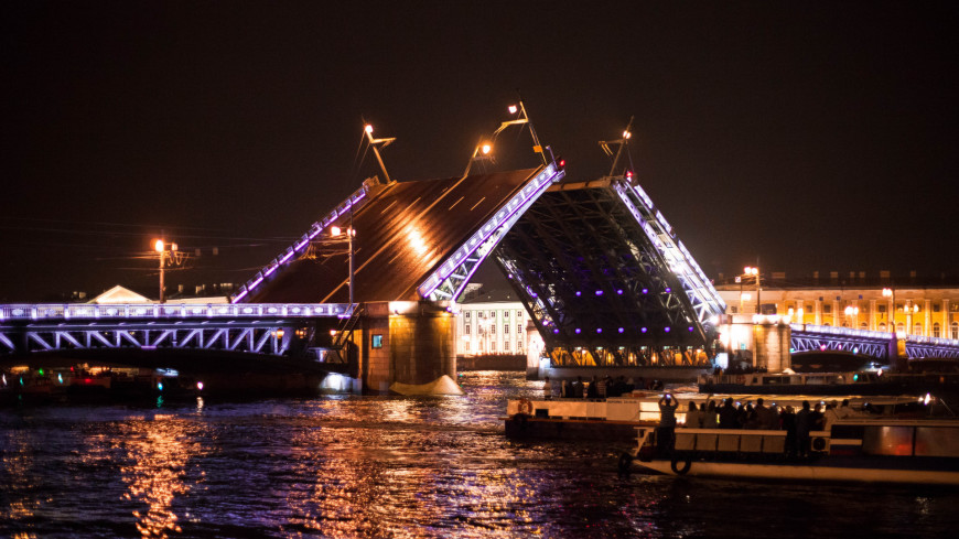 """Фото: Марина Дыкун (МТРК «Мир») """"«Мир 24»"""":http://mir24.tv/, река нева, санкт-петербург, питер, дворцовая набережная, дворцовый мост, ночной, вид на ночной город, ночь, мост, нева"""