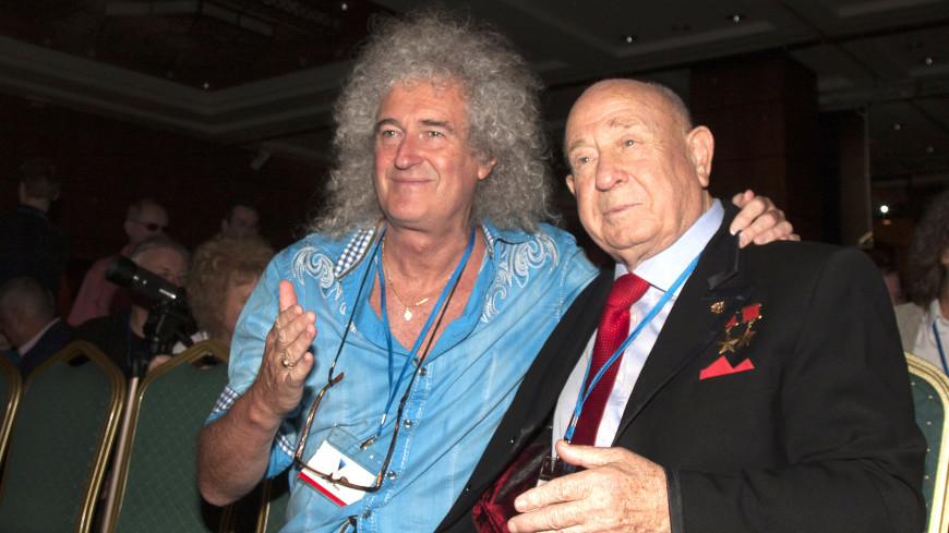 Гитарист Queen раздобыл редкие снимки космонавта Леонова с Армстронгом