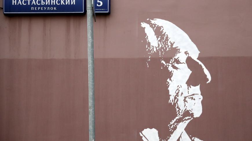 Граффити с изображением Марка Захарова в центре Москвы сохранят