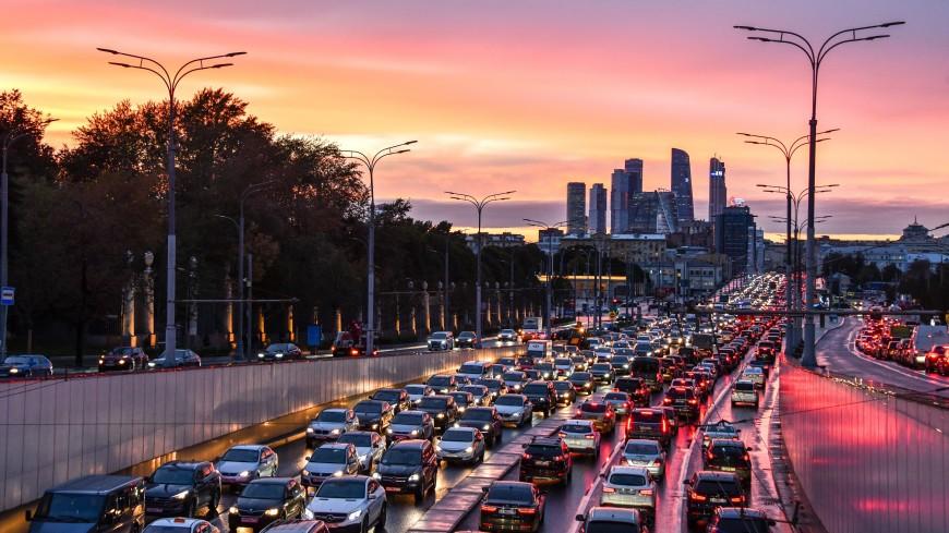 ЦОДД попросил московских водителей не выезжать на дороги на летней резине