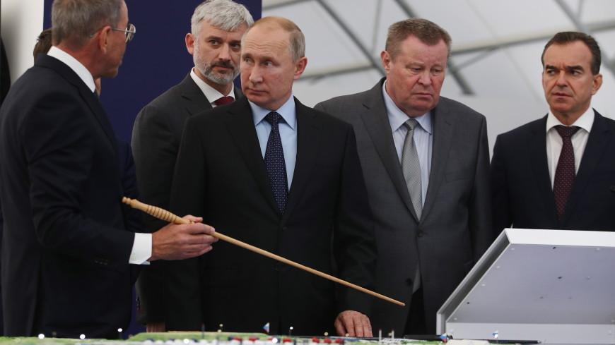 Путин прибыл в Тамань и посетит крупный порт
