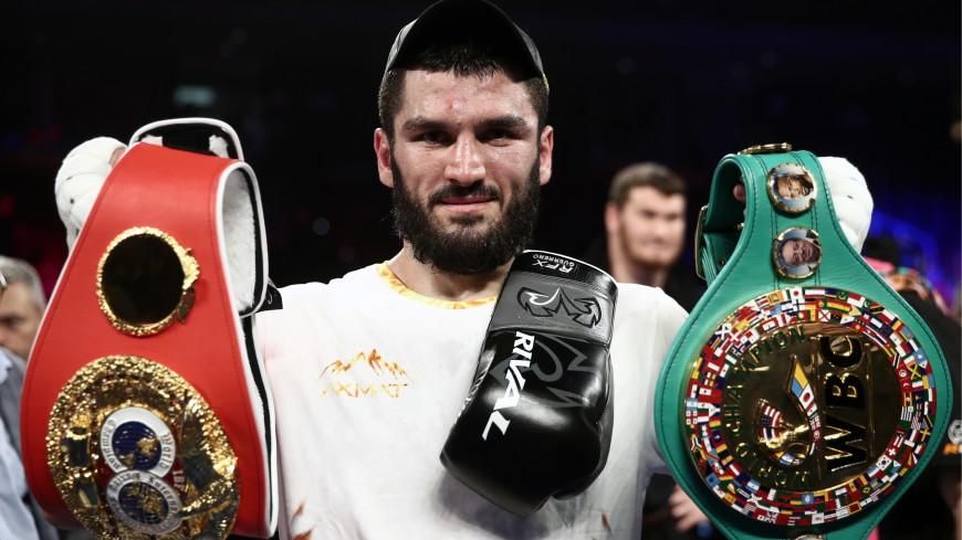Российские боксеры взяли все пояса в полутяжелом весе благодаря Бетербиеву