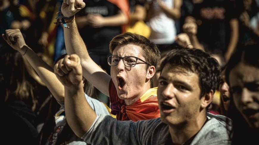 Барселону парализовало: на улицы вышли более 500 тысяч манифестантов
