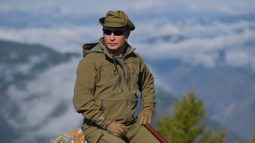 Песков объяснил привычку Путина отдыхать в России