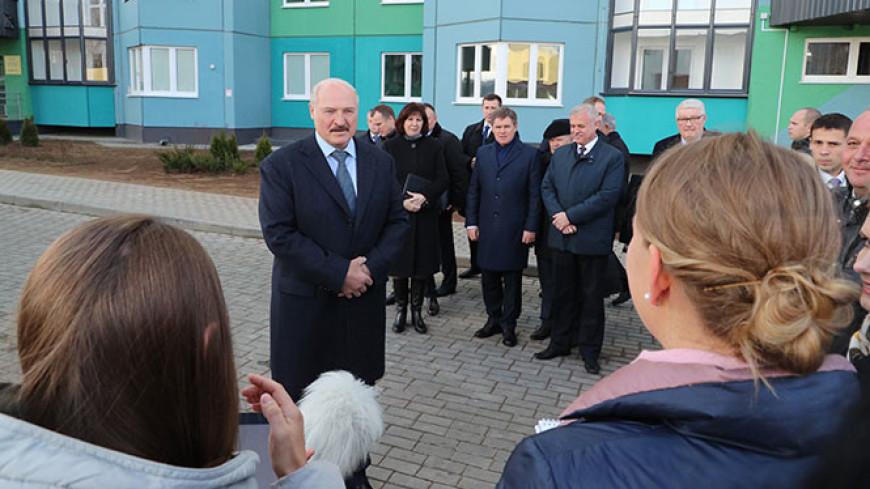 Лукашенко планирует «прорубать окна» в Европу и «обмакнуть ноги» в Персидском заливе