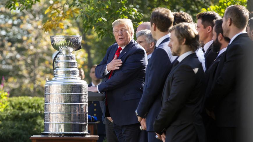 Хоккейная муза: игроки «Сент-Луиса» взяли 11-летнюю болельщицу на прием к Трампу