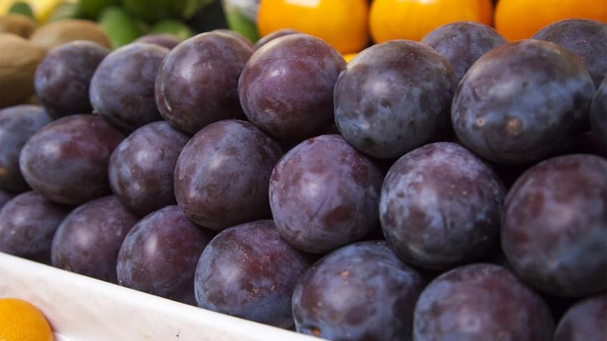 Слива раздора: импортные плоды в Молдове вытесняют с прилавков местные