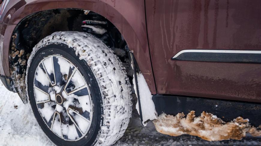 Лысая резина и китайские лампочки: эксперты рассказали об ошибках водителей зимой