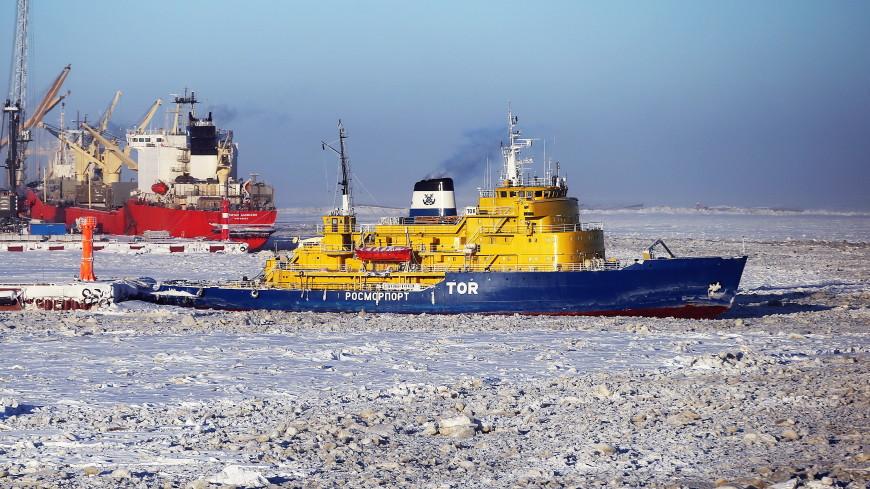 У российского ледокола у берегов Норвегии в шторм отказал двигатель