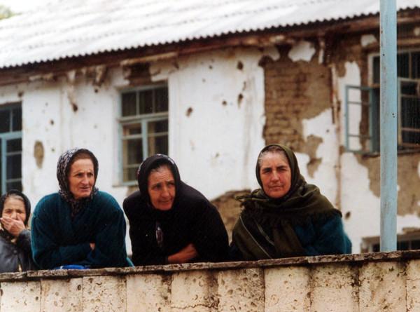 «Не было оружия – с кулаками бегали»: матери защитников Дагестана – о событиях 99-го