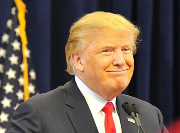 Трамп расписался на стене на границе с Мексикой и предложил пожарить на ней яичницу