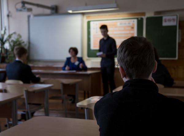 «Чушь и ханжество!» Заслуженный педагог – о травле школьников из-за причесок