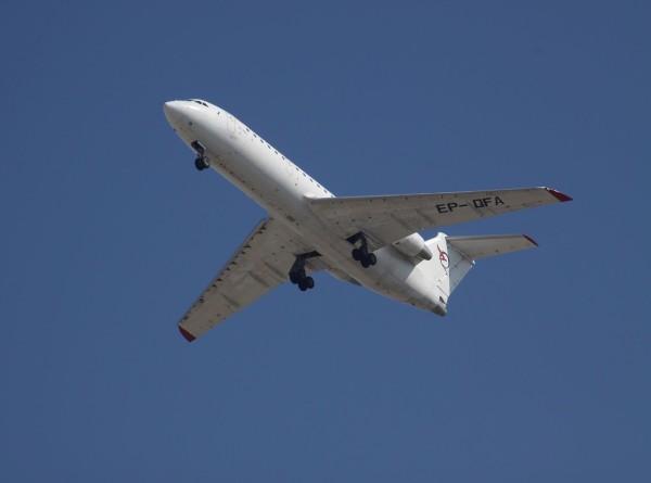 Пассажиров экстренно севшего Як-42 доставили в Уфу