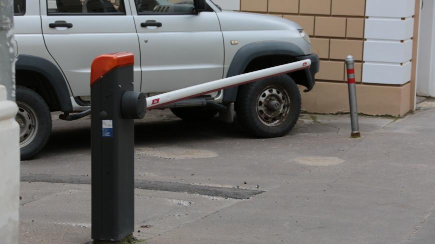 Наказание для «оленя»: машину парковочного хама заблокировали со всех сторон