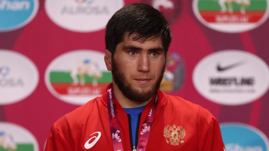Российский борец-вольник Угуев завоевал золото ЧМ в весе до 57 килограммов