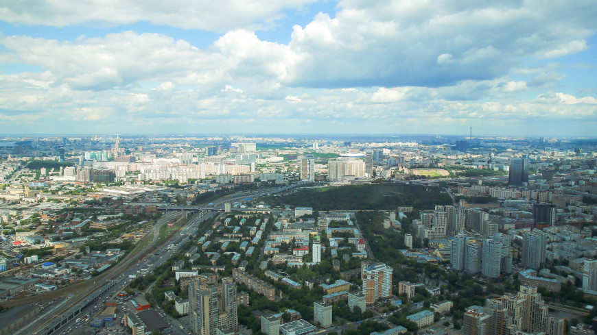 Теплая с кратковременными дождями погода ожидается в Москве в пятницу