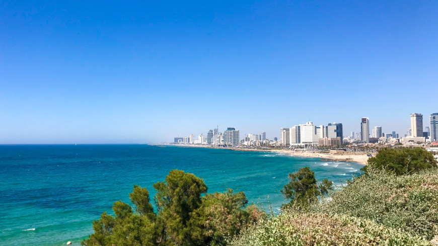 израиль, тель-авив, набережная, море, красное море, прибой, глубина, море, вода, город, улица, волна, отдых, отпуск, солнце, небо, берег, синева,
