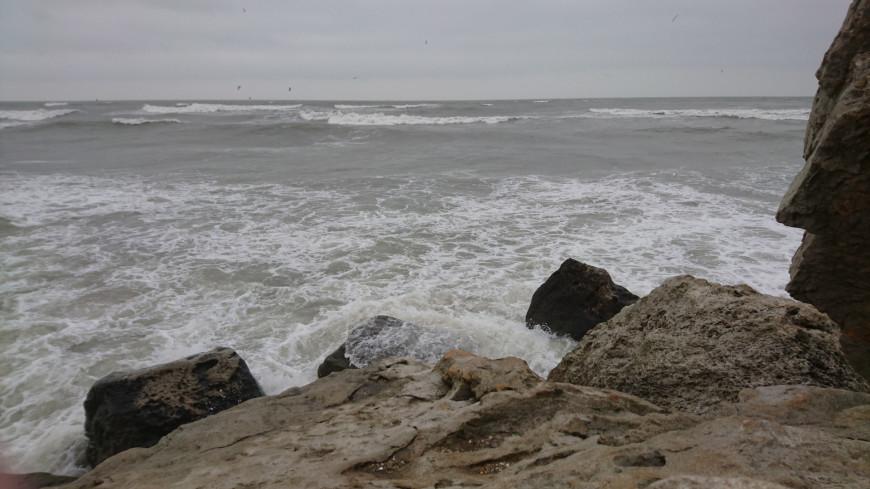 Прогулочный катер затонул у берегов Крыма из-за сильных волн