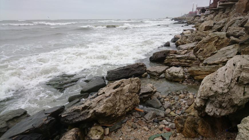 Шторм унес жизни двух человек в Ялте