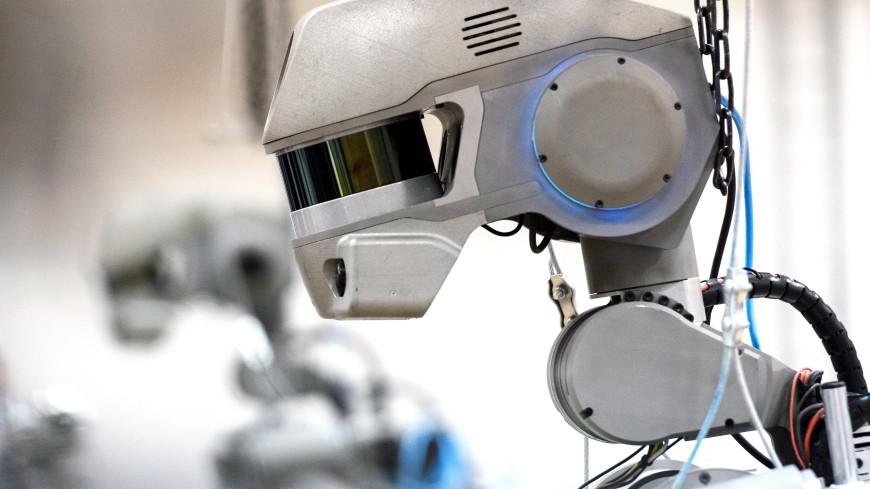 Робот Федор ворует фотографии
