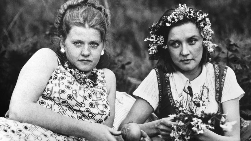 Тест: отгадаете ли вы эпизод из фильма «Москва слезам не верит» по эмодзи?