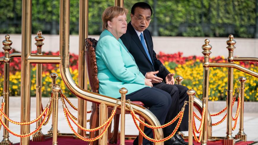 Меркель вновь усадили на стул в Китае