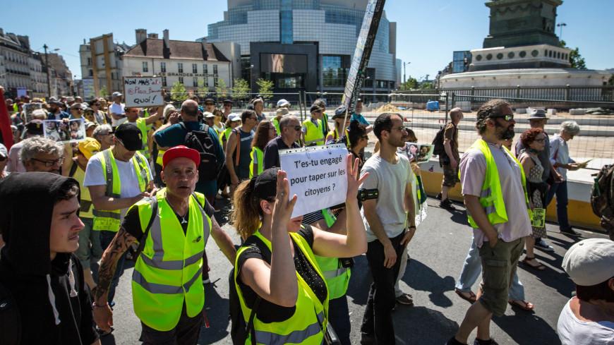 Более 150 человек задержали во время протестов в Париже