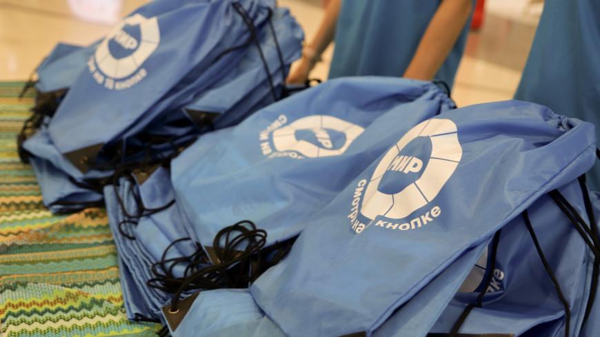 Сотрудники «МИРа» привезли подарки для детей из временного приюта