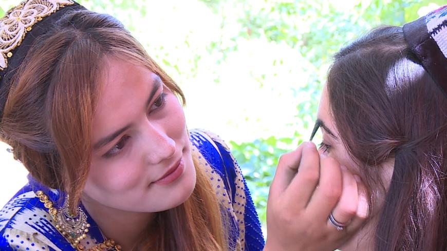 Чудо-растение: в чем секрет черных бровей таджикских красавиц?