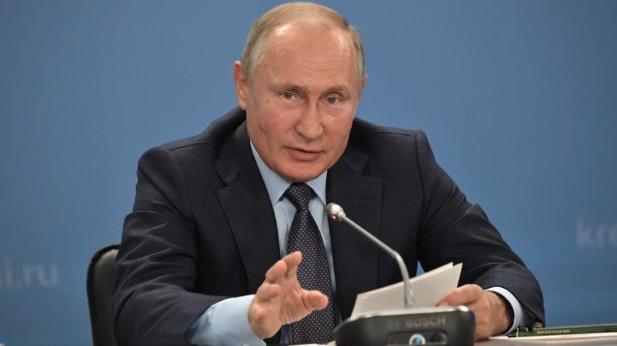 «Дима, отдай» Путин пошутил об излишней бюрократии