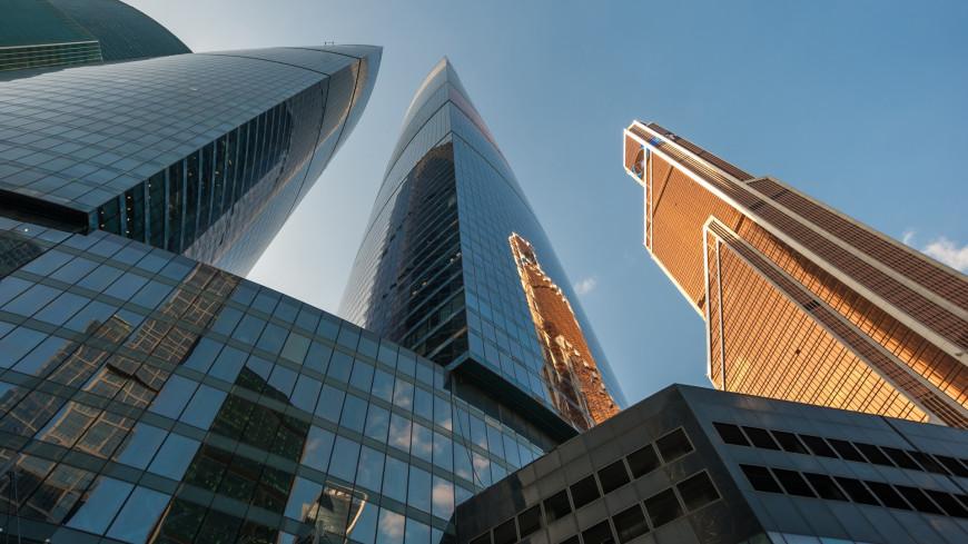 Канатоходец прошел между небоскребами «Москва-Сити» на высоте 300 метров