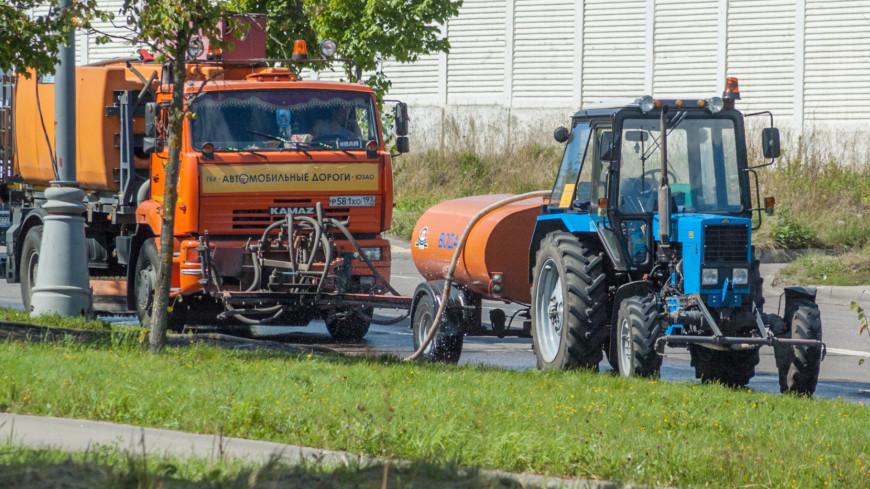 "Фото: Николай Костюшин (МТРК «Мир») ""«Мир 24»"":http://mir24.tv/, машина для мытья улиц, спецтехника, техника, уборка улицы, уборка улиц, мытье улиц"