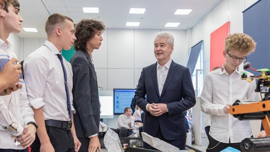Собянин: В школах Москвы создали 35 ИТ-классов