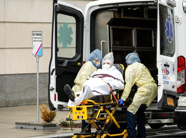 США установили новый антирекорд по числу жертв коронавируса