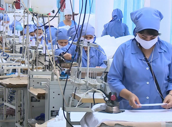 Заводы Таджикистана переоборудовали для борьбы с COVID-19