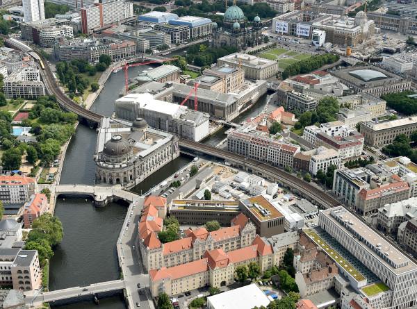 «Все молча следят за графиками»: как Берлин переживает эпидемию коронавируса