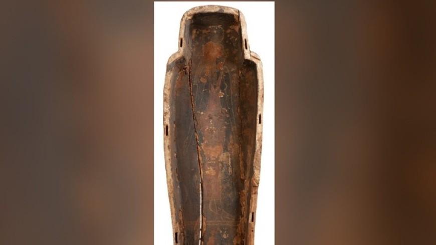Ученые нашли под мумией саркофага уникальное изображение богини смерти