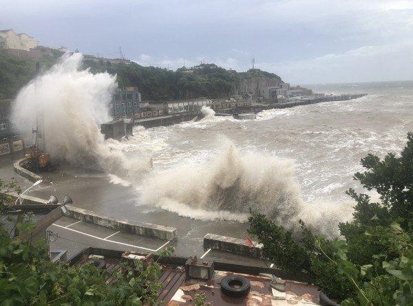 В ожидании тайфуна: на юго-востоке Китая эвакуируют людей