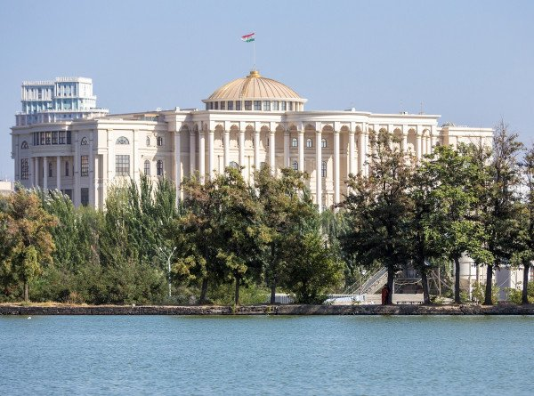 Парламент Таджикистана назвал дату выборов президента