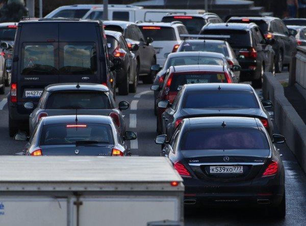 Продажи новых легковушек и LCV в России в июле выросли почти на 7%