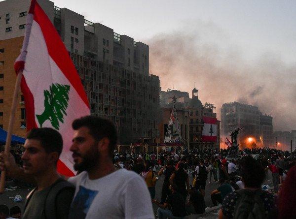 Последствия взрыва: ливанцы требуют вернуть страну под контроль Франции