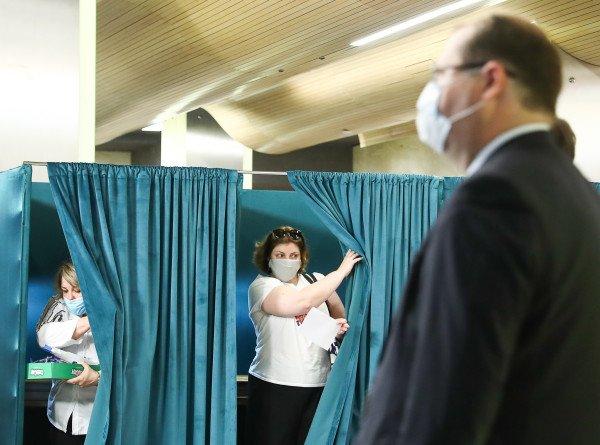 Выборы президента в Беларуси: голосуют артисты, спортсмены и врачи