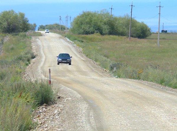 В Кыргызстане жители села сами отремонтировали дорогу