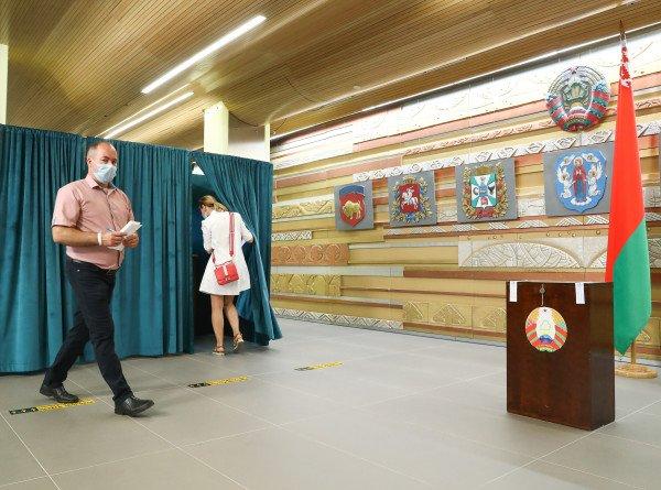 Тепло встречают избирателей: как белорусы в России голосуют на выборах президента